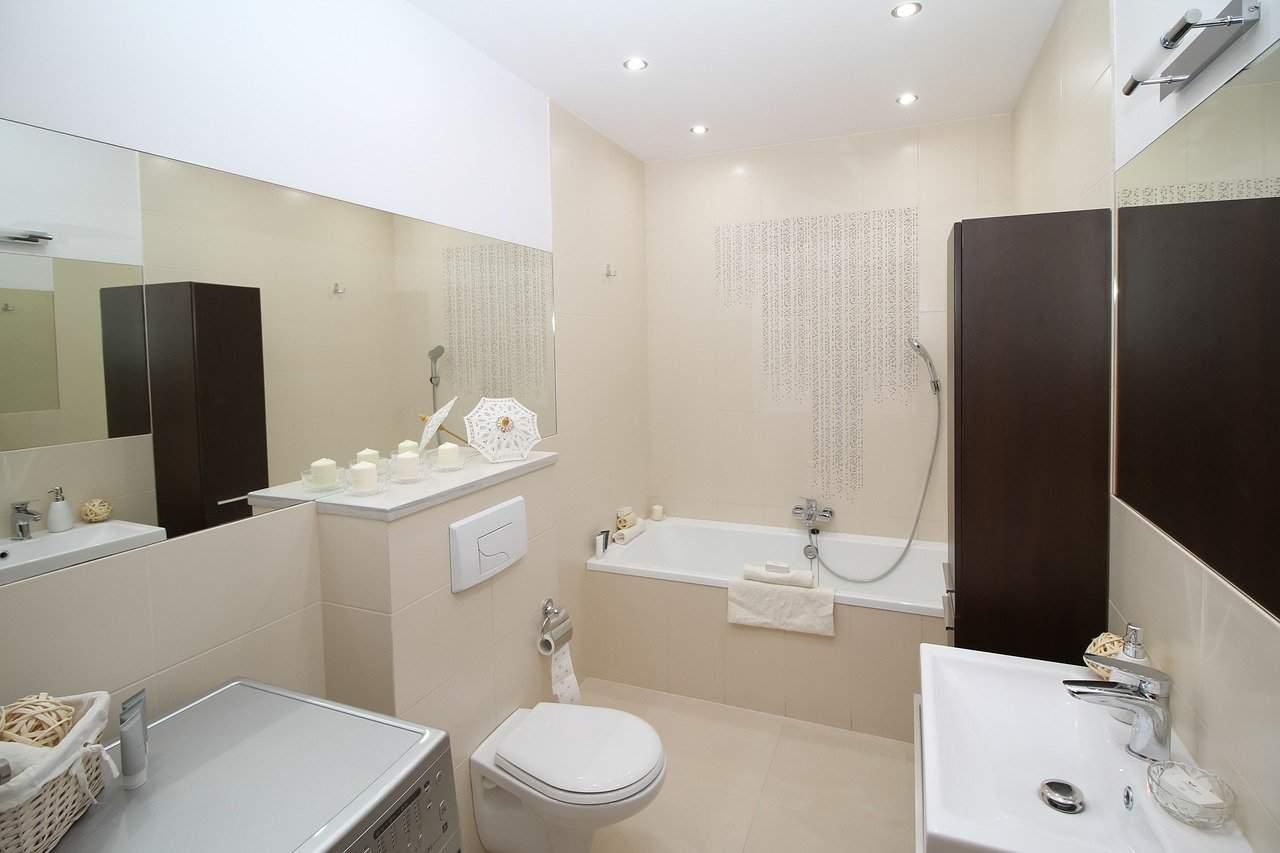 Bathtub with Toilet